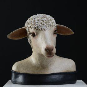 Brebis jolie - Sculpture en papier de Mélanie Bourlon - 38 Le Avenières - Isère - Rhône-Alpes - France - Photo : Anthony Cottarel