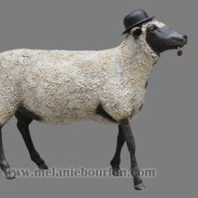 Ceci n'est pas un mouton - Sculpture en papier de Mélanie Bourlon - 38 Le Avenières - Isère - Rhône-Alpes - France - Photo : Anthony Cottarel