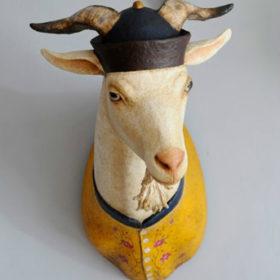Chèvre mandarin- Sculpture en papier de Mélanie Bourlon - 38 Le Avenières - Isère - Rhône-Alpes - France - Photo : Anthony Cottarel