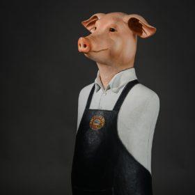 Cochon tablier Lulu- Sculpture en papier de Mélanie Bourlon - 38 Le Avenières - Isère - Rhône-Alpes - France - Photo : Anthony Cottarel