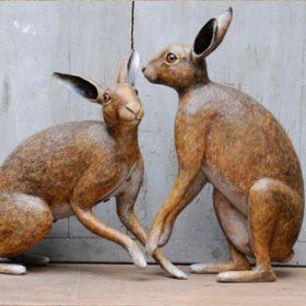 Couple de lièvres - Sculpture en papier de Mélanie Bourlon - 38 Le Avenières - Isère - Rhône-Alpes - France - Photo : Anthony Cottarel