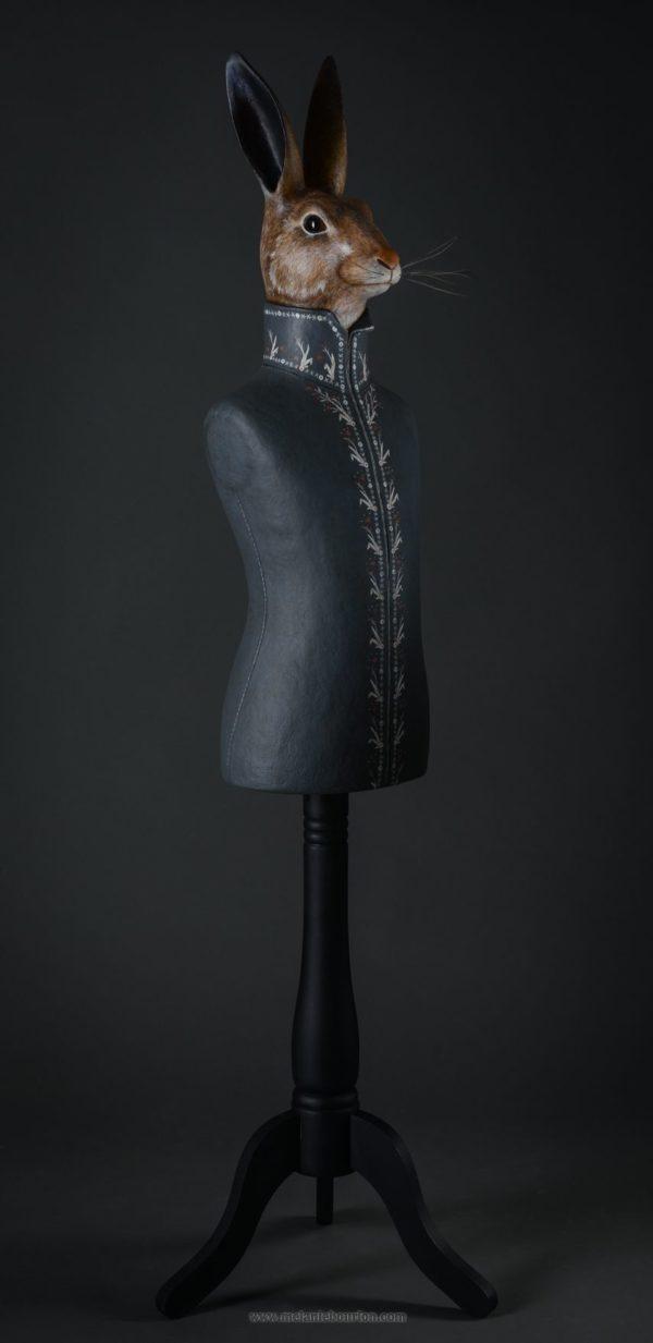 Lièvre en habit gris- Sculpture en papier de Mélanie Bourlon - 38 Le Avenières - Isère - Rhône-Alpes - France - Photo : Anthony Cottarel