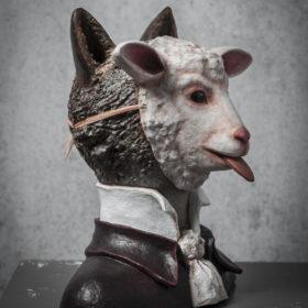 Masque Agneau loup- Sculpture en papier de Mélanie Bourlon - 38 Le Avenières - Isère - Rhône-Alpes - France - Photo : Anthony Cottarel