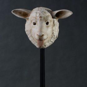 Masque agneau- Sculpture en papier de Mélanie Bourlon - 38 Le Avenières - Isère - Rhône-Alpes - France - Photo : Anthony Cottarel