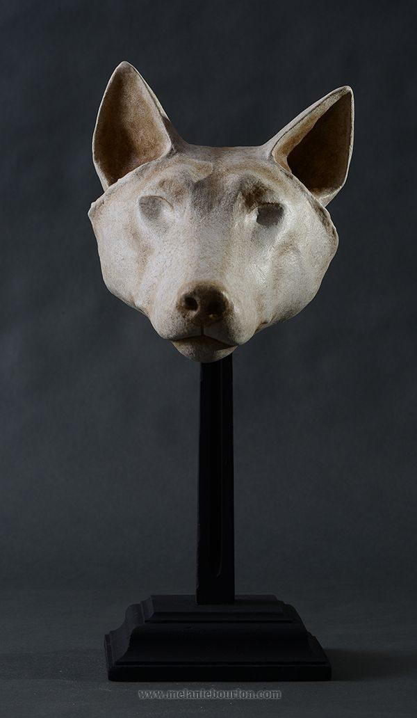 Masque loup blanc- Sculpture en papier de Mélanie Bourlon - 38 Le Avenières - Isère - Rhône-Alpes - France - Photo : Anthony Cottarel
