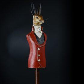 Monsieur Lièvre en habit rouge- Sculpture en papier de Mélanie Bourlon - 38 Le Avenières - Isère - Rhône-Alpes - France - Photo : Anthony Cottarel