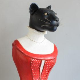 Panthère noire au corset rouge- Sculpture en papier de Mélanie Bourlon - 38 Le Avenières - Isère - Rhône-Alpes - France - Photo : Anthony Cottarel