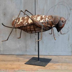 Sauterelle- Sculpture en papier de Mélanie Bourlon - 38 Le Avenières - Isère - Rhône-Alpes - France - Photo : Anthony Cottarel