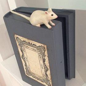 Souris livre- Sculpture en papier de Mélanie Bourlon - 38 Le Avenières - Isère - Rhône-Alpes - France - Photo : Anthony Cottarel