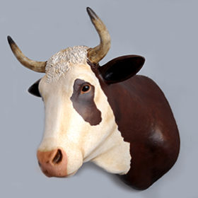 Vache- Sculpture en papier de Mélanie Bourlon - 38 Le Avenières - Isère - Rhône-Alpes - France - Photo : Anthony Cottarel
