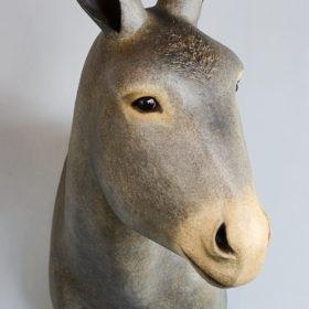 Trophée d'Âne gris - Sculpture en papier mâché de Mélanie Bourlon