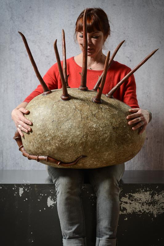 Oeuf de tarasque - Cabinet de curiosités - Sculpture en papier de Mélanie Bourlon - 38 Le Avenières - Isère - Rhône-Alpes - France - Photo : Anthony Cottarel