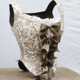 - Vestiaire - Sculpture en papier de Mélanie Bourlon - 38 Le Avenières - Isère - Rhône-Alpes - France - Photo : Anthony Cottarel