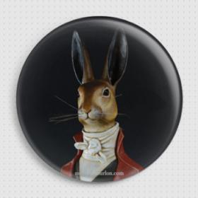 Badge lièvre col rouge